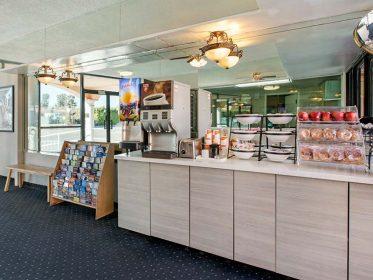 Rodeway Inn Image3